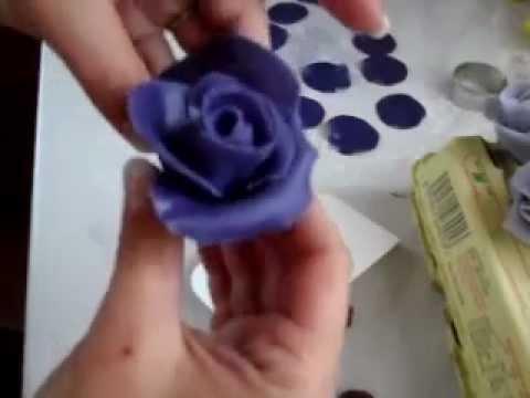 výroba růže z marcipánu s pomocí lízátka - YouTube 67a58454d0f