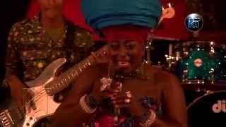 Akumaa Mama Zimbi performing at Akosua Agyapong at 25 concert