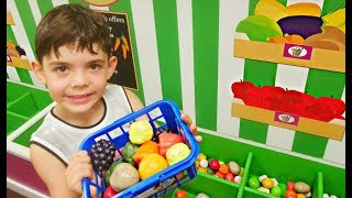 De Compras al Supermercado * Kids Pretend Play doing Shopping  at Supermarket