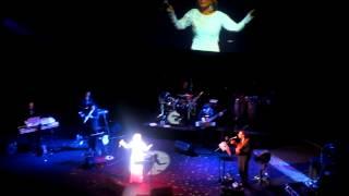 گوگوش - اجرای ترانه یه حرفـایی - لندن اول فروردین 91