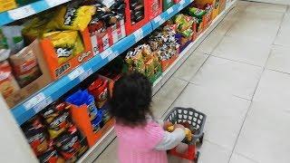 Ayşe Ebrar Oyuncak Market Arabası ile Markete Abur Cubur Almaya Gitti. For Kids Video