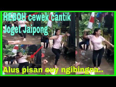 HEBOH cewek cantik Joget Jaipong keren,.. Lihat aksinya gaess..
