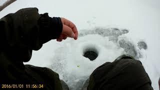 Предновогодняя рыбалка ! ловля окуня на силикон зимой !!!!!!