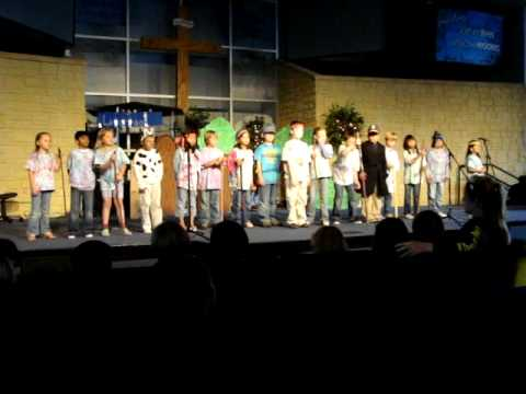 the laureate school second grade sings the beatles' yellow submarine