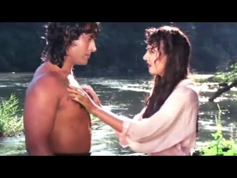 Jungle Love Scene | Kirti Singh saved By Tarzan | Bollywood Hindi Movie Video