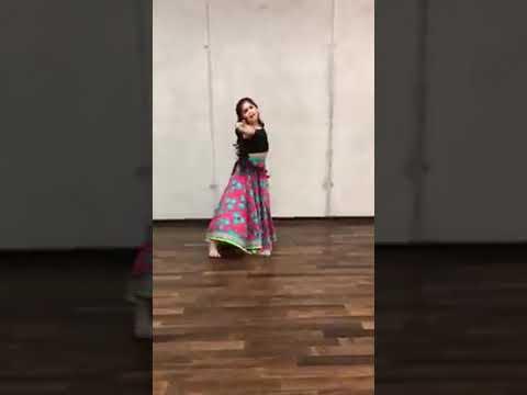 tu long men te lachi song dance