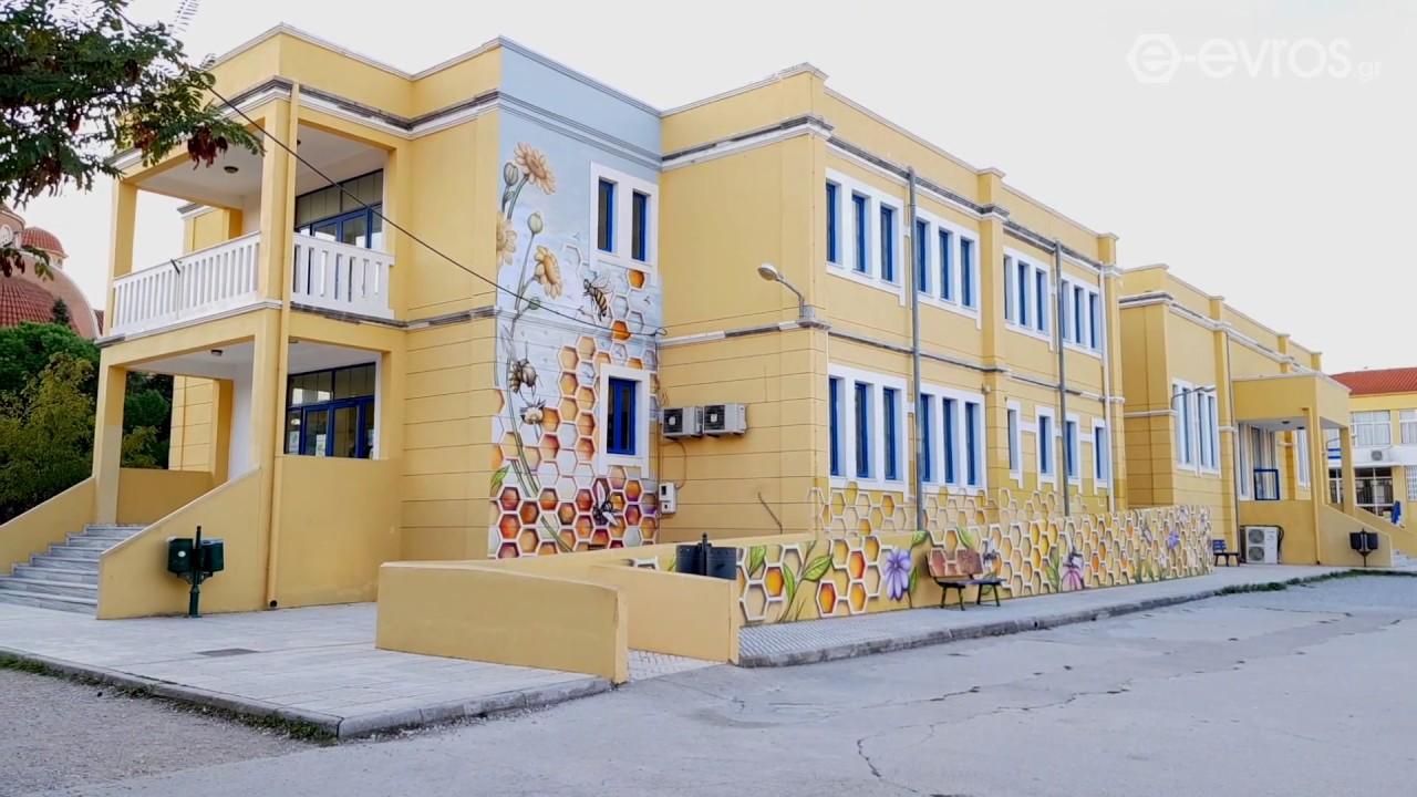 Μοναδική παρέμβαση σε σχολείο - Έκαναν την καγκελόπορτα βιβλιοθήκη! |  Alfavita