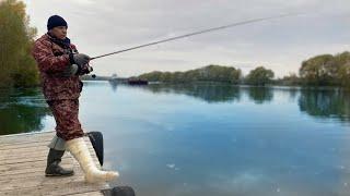 СЛОМАЛ НОГУ и наловил рыбы Чудо на последнем забросе Рыбалка на спиннинг осенью