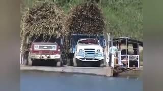 Flagrante de acidente com caminhões em balça