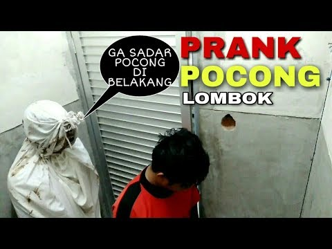 NGAKAK PRANK TEMAN LAGI KENCING SAMPAI KOCAR KACIR!! PRANK POCONG indonesia