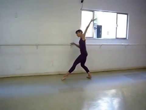 Exercício na barra... Bailarina Karen Leão