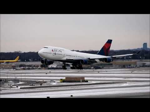 Delta 747 Low Pass Over MSP Airport