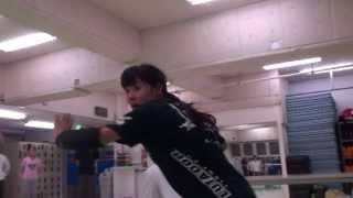 極真空手黒帯の女優、川本まゆがヒジ打ち・立ち関節技・締めの接近戦で...