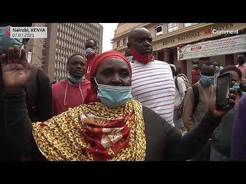 شاهد: اشتباكات بين متظاهرين والشرطة في كينيا بسبب اجراءات الإغلاق …