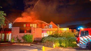 Zeer grote brand wijkcentrum De Meent in Amstelveen