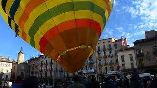 Hot Air Balloon Crashes Into Building After Takeoff - 988374
