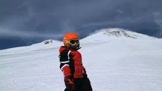 За неделю ребенка научили кататься на горных лыжах(Есть разные способы обучения детей катанию на горных лыжах. Мы пошли своим путем., 2014-04-07T19:38:57.000Z)