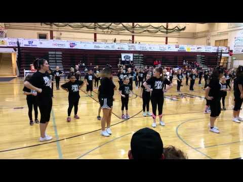 Fort Morgan High School mini cheer