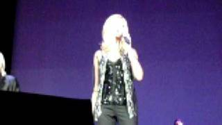 olivia newton john and barry gibb come on over ryman nashville tn