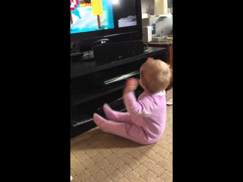 Baby dancing to Lego Movie song 'Everything Is Awesome'