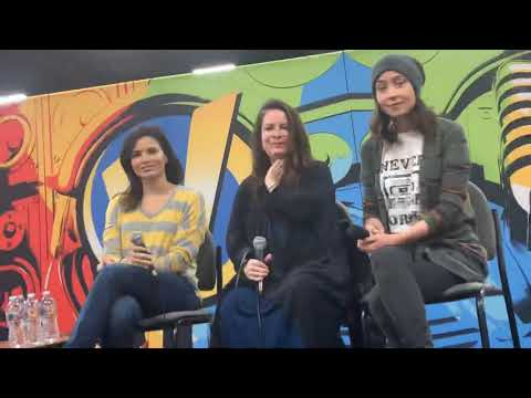 "Katrina Law Of ""Hawaii Five-O"" On Quinn - McGarrett At Wizard World Oakland"