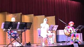 The 使い捨てバンド が、2008年12月26日の職場の忘年会で演奏した動画で...