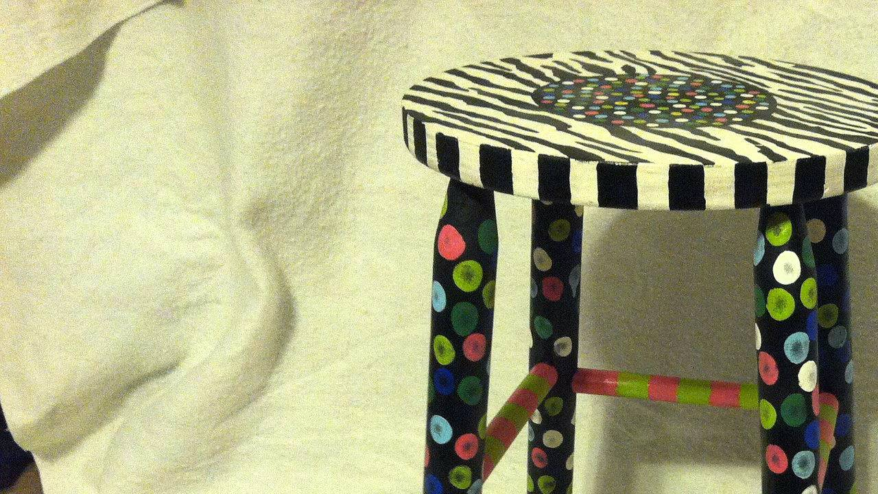 How to Paint Stools