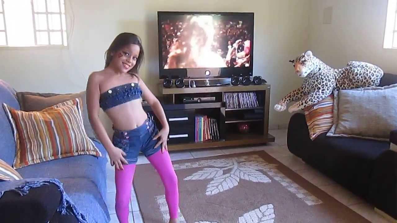 Geovanna dançando Anitta