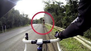 5 Momentos de Miedo cuando se encuentran extrañas presencias en la carretera