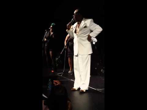 Carl Sims performing