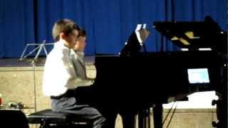 Luis und Mateo spielen Mozart - Luis y Mateo tocan a Mozart
