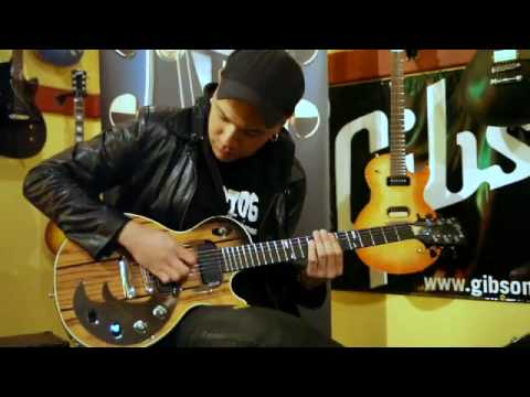 Danko Jones VS Rik Emmett @ The Gibson HQ in Toronto