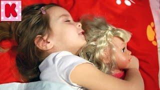 Ксюша как Мама для Куклы Baby Born Видео для Детей Игры Девочек(Ксюша укладывает Малыша Беби Бон спать. Маленькая Девочка как Мама для Куклы Беби Бон. Сегодня Кукла Беби..., 2017-01-22T08:12:42.000Z)