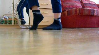 Как танцевать лунную походку(Это видео поможет вам танцевать лунную походку Майкла Джексона., 2010-02-13T16:54:25.000Z)