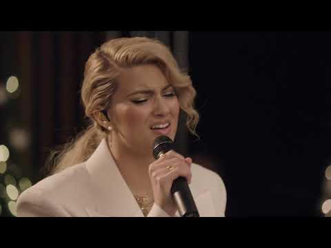 Смотреть клип Tori Kelly - O Come O Come Emmanuel