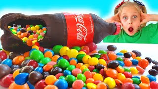 Alicia y Eva y Chocolate Coca Cola desafío con papá