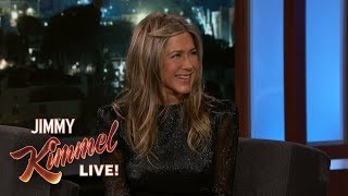 Baixar Jimmy Kimmel Confronts Jennifer Aniston About Her Friendsgiving Dinner
