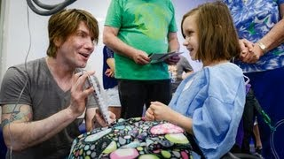 Goo Goo Dolls' Johnny Rzeznik Sings for Patients - Red Balloon Network