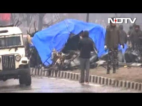 जम्मू कश्मीर में CRPF काफिले पर आतंकी हमला, 25 जवान शहीद