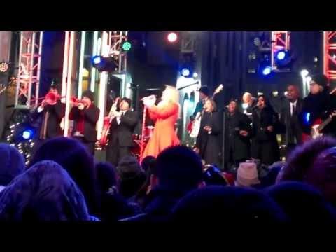 Kelly Clarkson - Run Run Rudolph (Live In NYC)