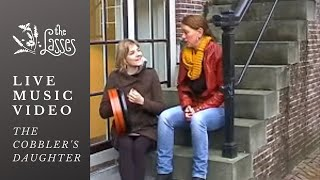 The Lasses Singing The Cobbler's Daughter
