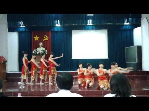 Múa tây nguyên Hoa ban vào lớp_11 Chuyên Văn [NTH]