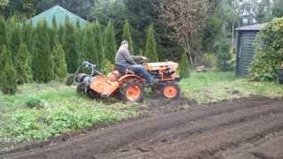 Drift japońskim traktorkiem ogrodowym z glebogryzarką. www.akant-ogrody.pl