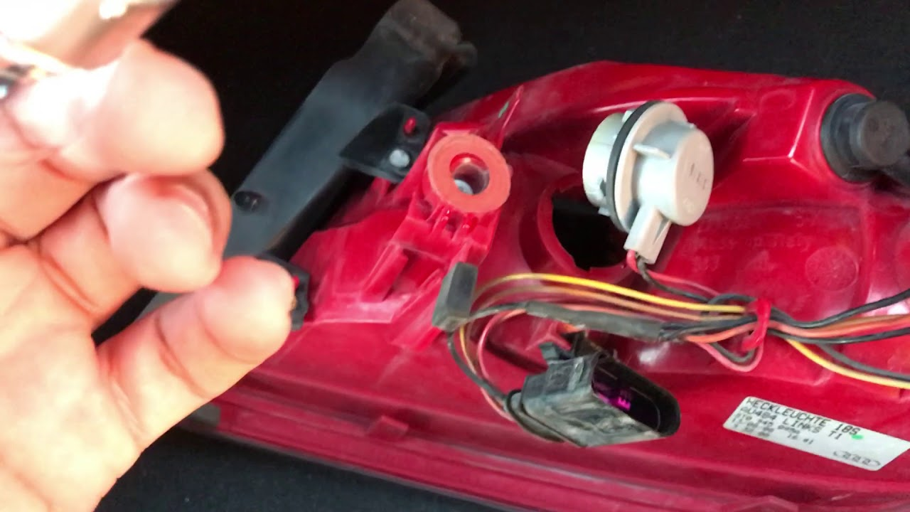 Audi B8 A5 Tail light replacement and troubleshooting - YouTube