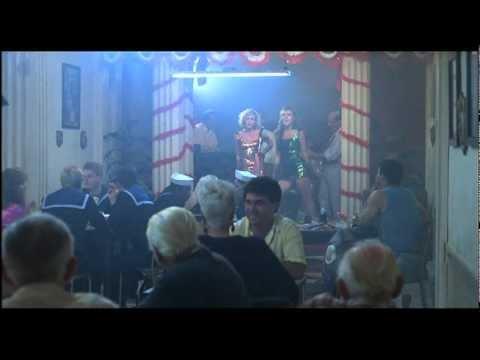 Patsy Kensit & Elizabeth Hurley Porque Te VasKill Cruise1990