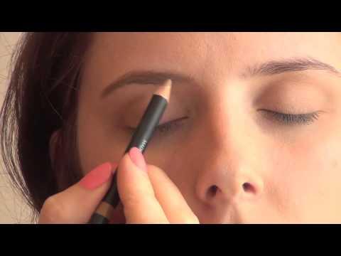 ELES Mineral Makeup demonstration