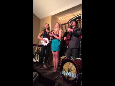 Red Moon Road - Quite Early Morning (Pete Seeger cover) (Live at Russ & Julie's)