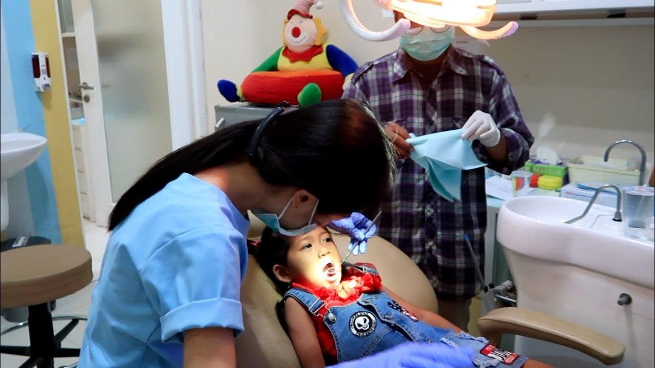 Hana Berani Ke Dokter Gigi Anak Perawatan & Periksa Ke Dokter Gigi Anak DentalCare Orthodontics