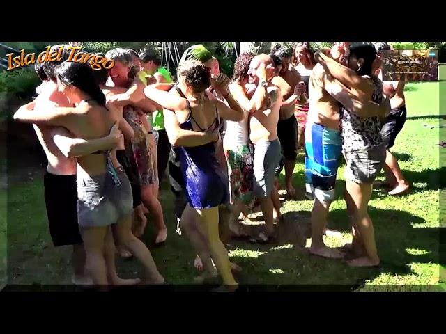 Divertida forma de bailar tango en un dia caluroso con pogo en Isla del Tango, Tigre Buenos Aires