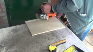 Как резать кафельную плитку болгаркой(Больше подробностей на http://doctorlom.com/item370.html Конечно же резать плитку плиткорезом намного быстрее и проще,..., 2014-10-18T20:23:54.000Z)